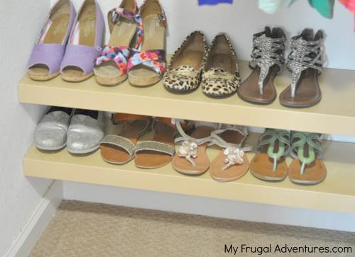 22 Use floating shelves to organize kiddos closets 1 via simphome