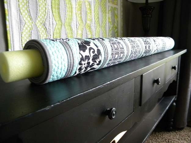 8 Pool Noodle for Storing Bedding via simphome
