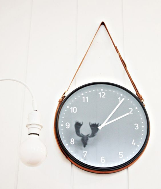 22 Use a vintage belt to hang the Bondis wall clock Simphome com