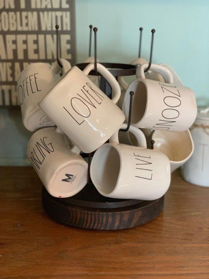 Rotating mug hanger