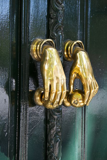 12 hand door knobs