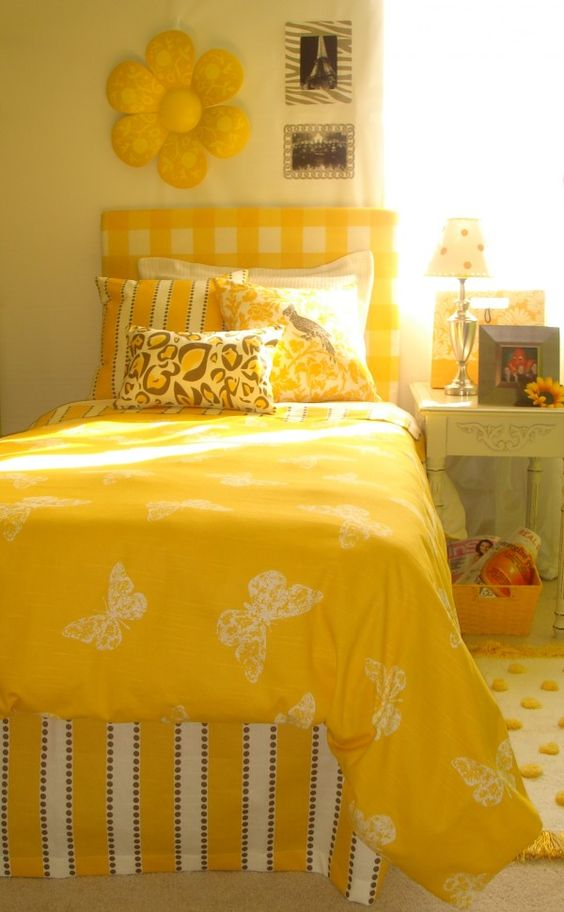 36 Sunshine yellow bedroom Simphome