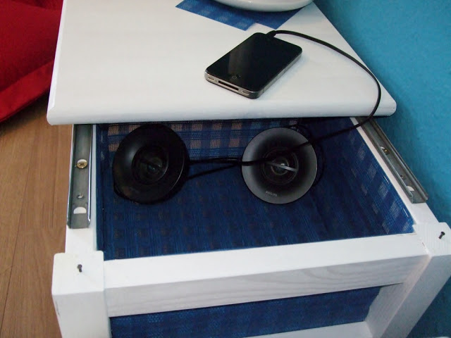 9 Turn an IKEA Stool into A Brilliant Side Table via Simphome