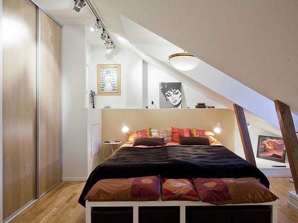 1 Attic Bedroom via simphome