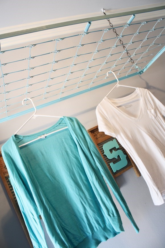 1 Crib Spring Drying Rack and Wall Décor via simphome
