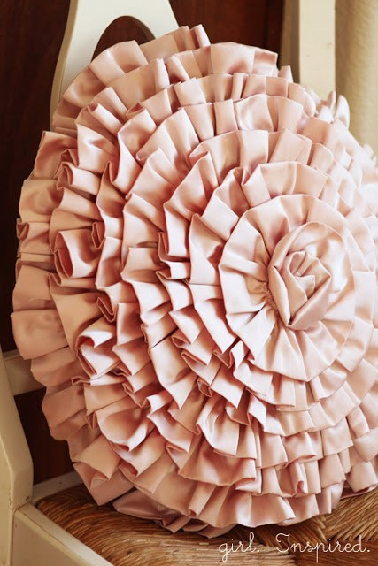 7. Elegant Ruffled Spiral via Simphome