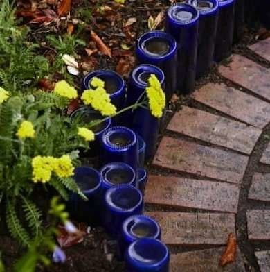 7. Recycled Bottles Edging via Simphome