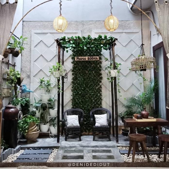 5.Create A Vertical Garden via Simphome.com