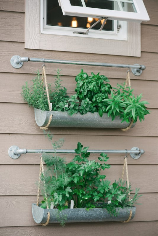 7. Simple Hanging Planter Project Idea via Simphome.com