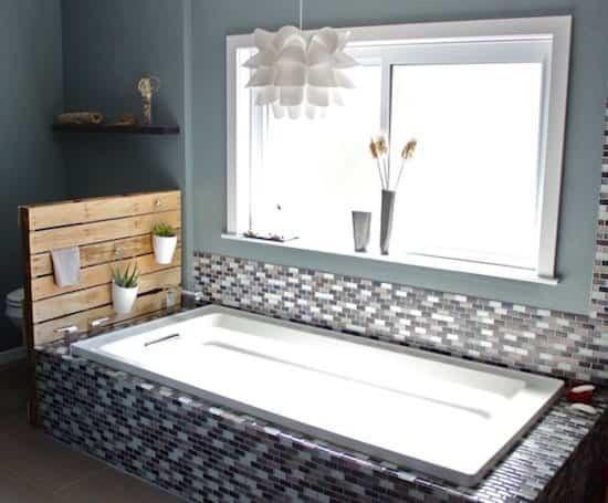 9. Bathroom Shelf from Wooden Pallet via SIMPHOME.COM
