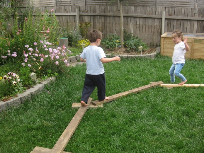 1.Building the balancing obstacles via SIMPHOME.COM