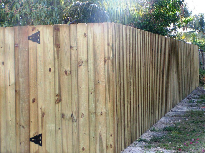 18.SIMPHOME.COM wood fence design ideas backyard wood fence designs ideas