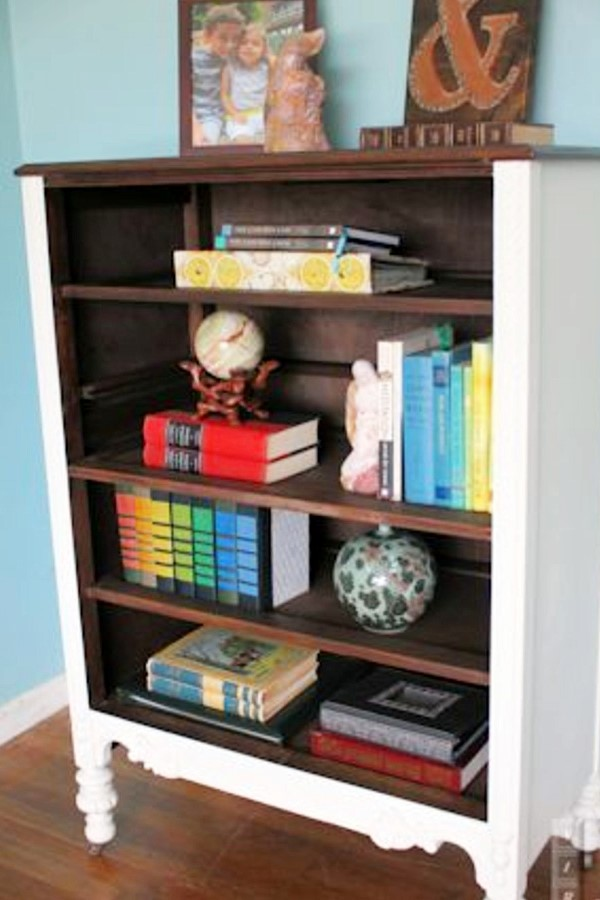 9. SIMPHOME.COM DIY Bookcase
