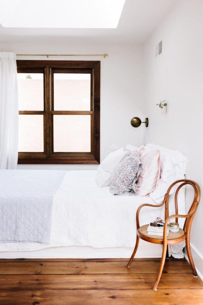 4. Simphome.com Shabby Chic Minimalist Bedroom
