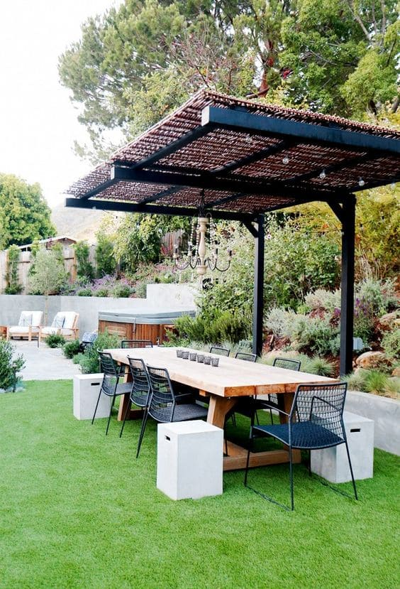 4.Simphome.com Consider Creating an Outdoor Living Area 1