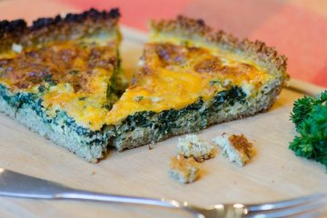 Quinoa Quiche with Spinach and Cheddar