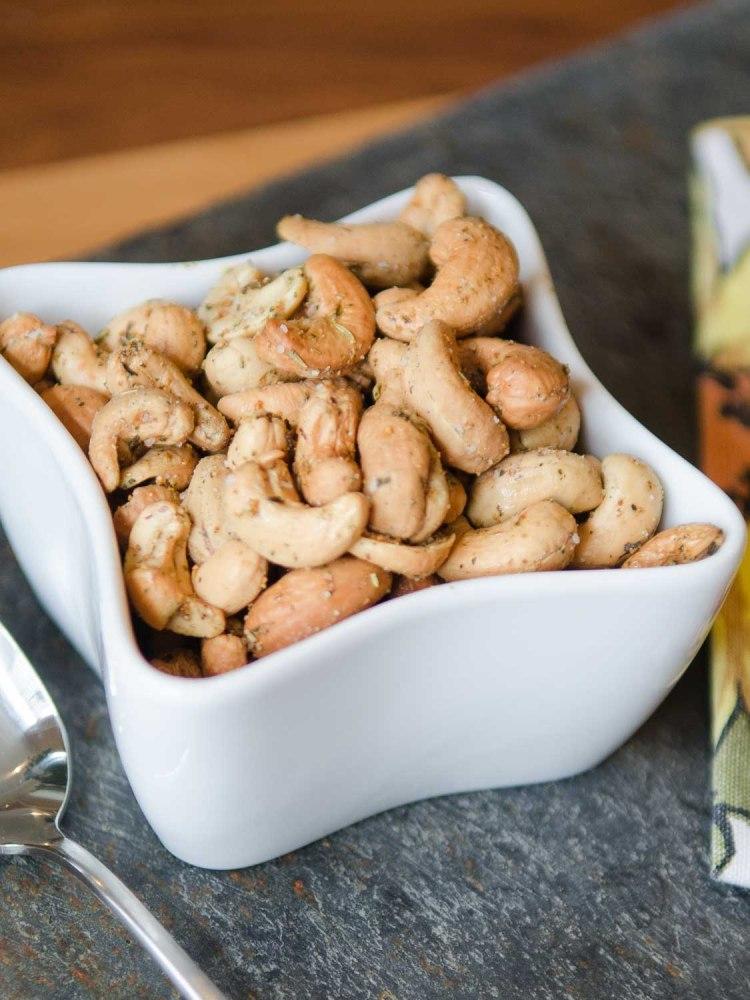 Garlic and Herb Roasted Cashews