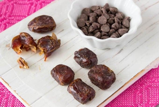 sea-salt-caramels - dates-chocolate chips ingredients