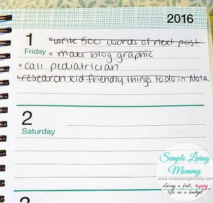 Do you start using planners only to abandon them a few weeks later? This mom gives her version of a simple planner that you can actually stick to I can't believe getting organized is this simple!