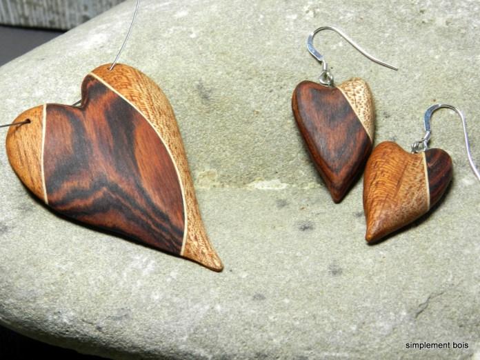 Collier et boucles d'oreilles en forme de cœur