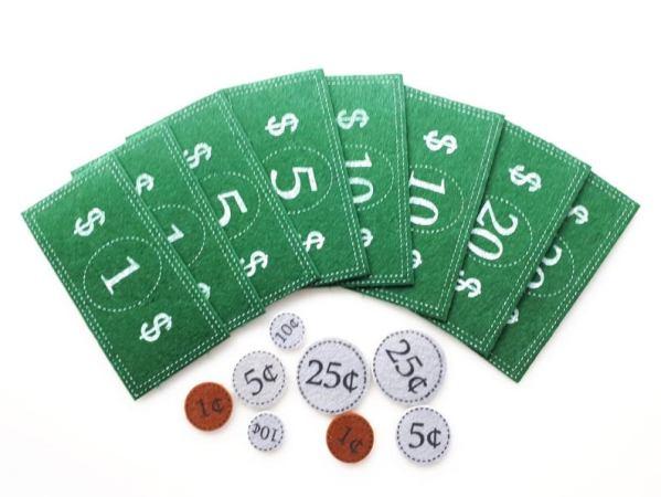 Billets de banque et pièces de monnaie en feutre