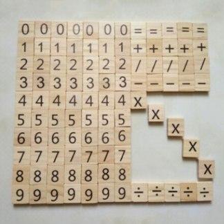 Scrabbles mathématiques en bois
