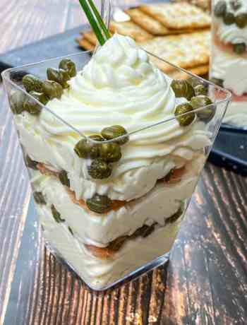 SIMPLE Smoked Salmon & Cream Cheese Dip - individual cups layered with smoked salmon, whipped cream cheese and capers #simplepartyfood