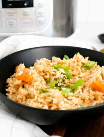 How to make SIMPLE Chinese Fried Rice using the instant pot makes it so much healthier than takeout #friedrice #instantpot #simplepartyfood