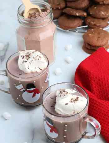 SIMPLE Homemade Creamy Hot Chocolate #hotcocoa #simplepartyfood