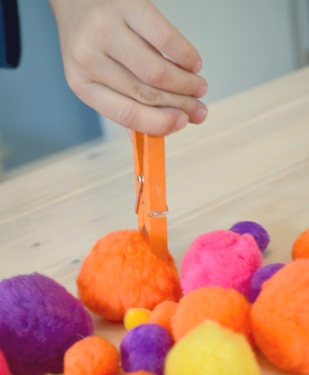 Color sorting fine motor game - try fine motor color match!