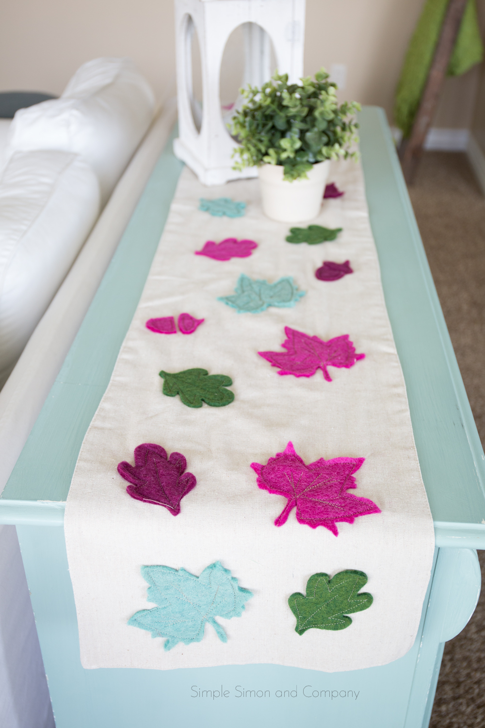 leaves tablerunner