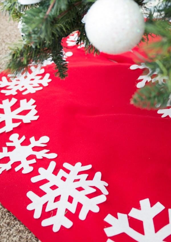 No-Sew Christmas Tree Skirt Tutorial