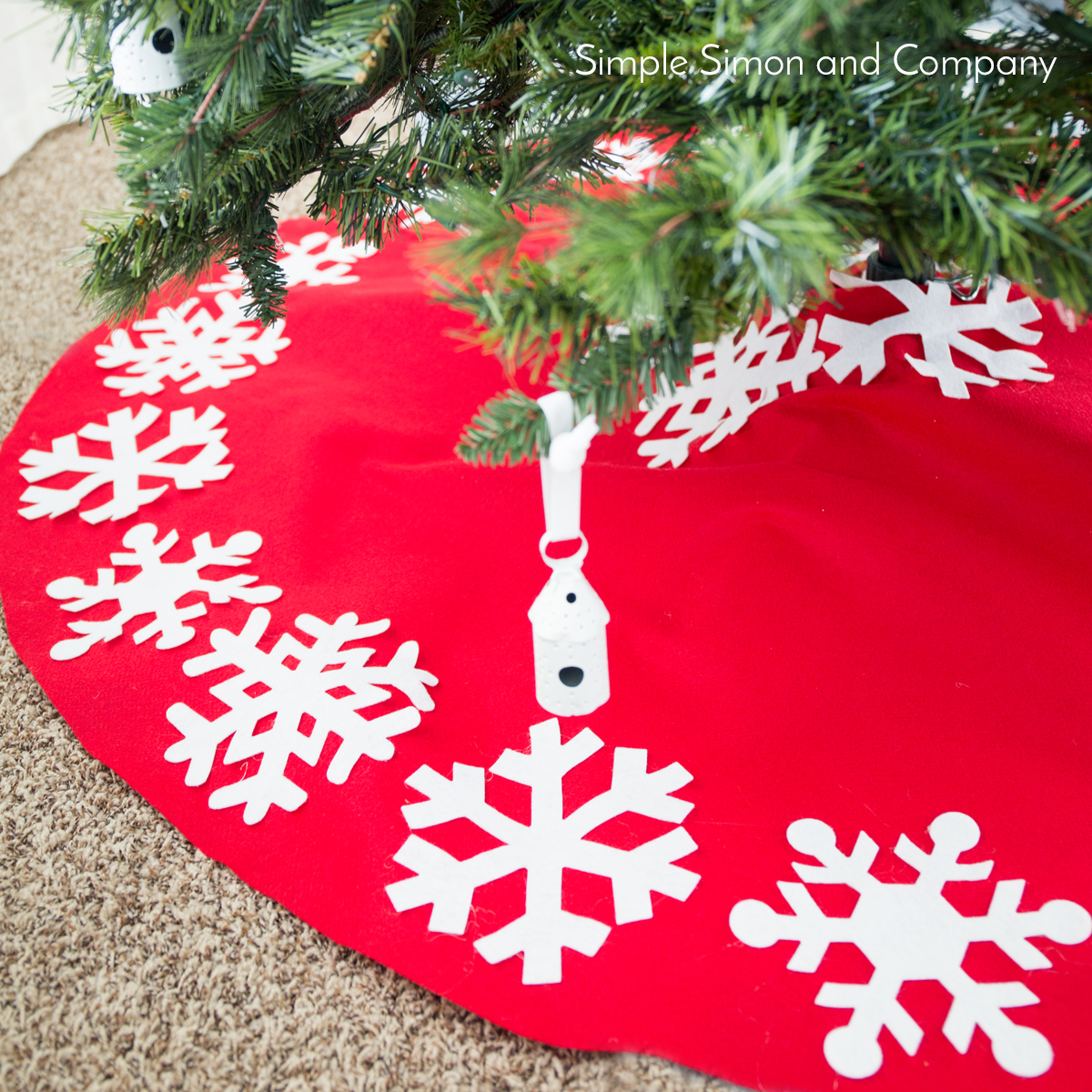 No-Sew Christmas Tree Skirt Tutorial - Simple Simon and Company