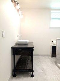 DIY Rustic Bathroom Vanity Built with Pipe & Kee Klamp ...
