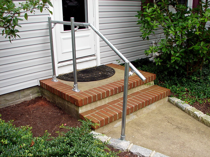 13 Outdoor Stair Railing Ideas That You Can Build Yourself | Handrails For Outside Steps | Single Step | Rustic | Aluminum | Front Porch | Walkway