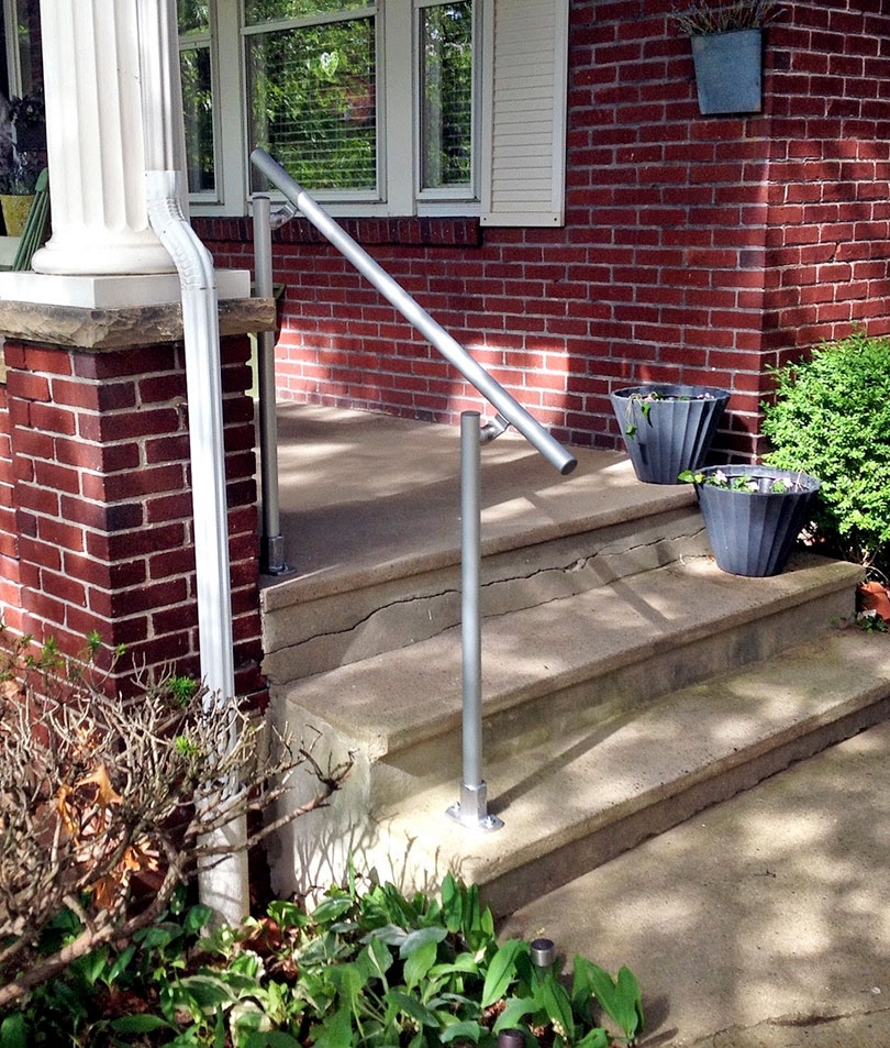 13 Outdoor Stair Railing Ideas That You Can Build Yourself | Front Porch Stair Railing | Wood | Style Cape Cod | Modern | Simple | Patio