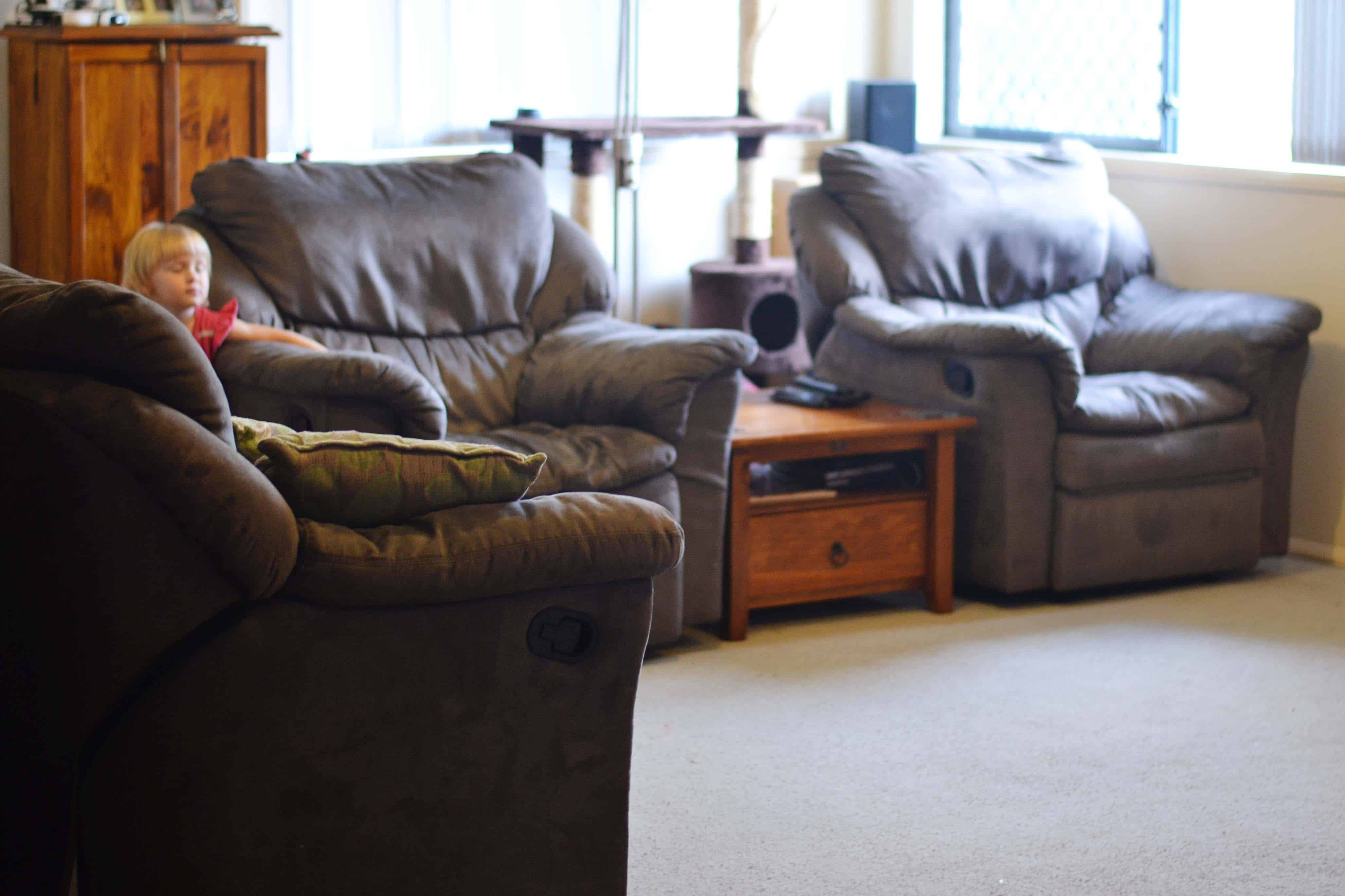 Living room declutter update simplify create inspire for How to declutter your living room