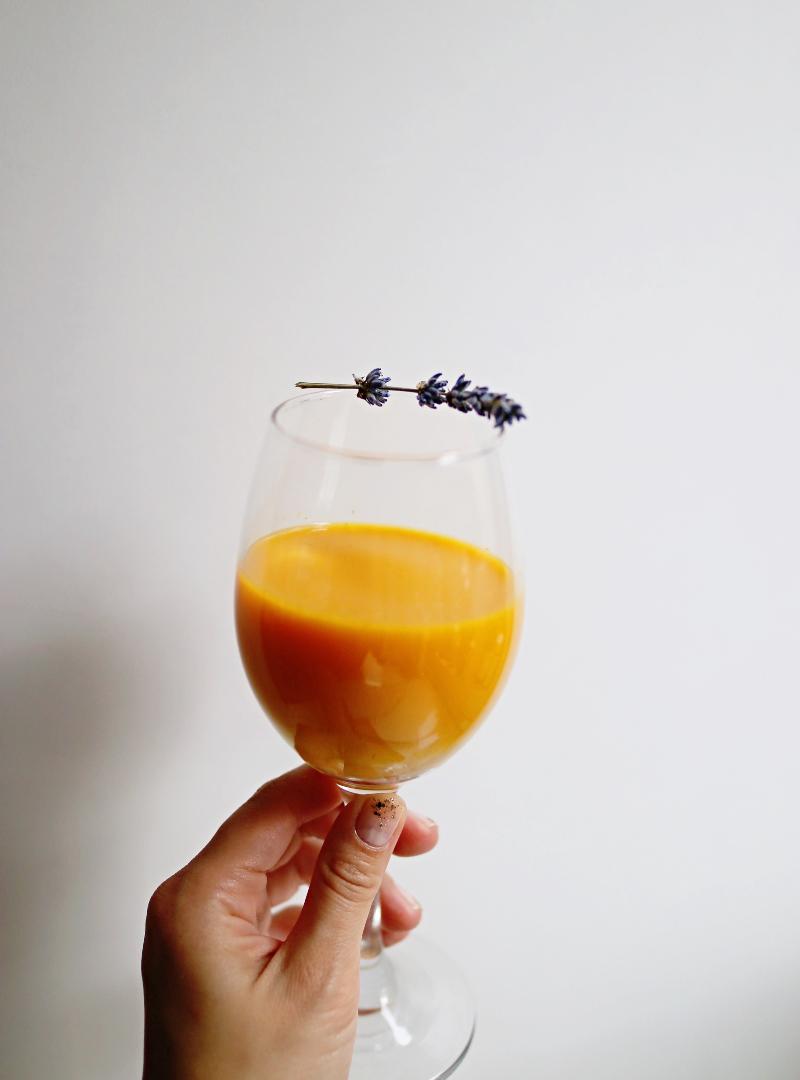 15 namirnica koje jačaju prirodni SPF kože + recept za zlatni smoothie