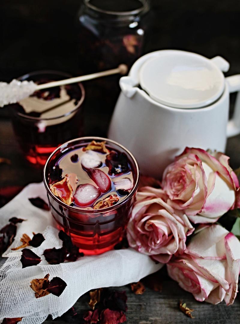 Ljetni čaj od ruže i hibiskusa