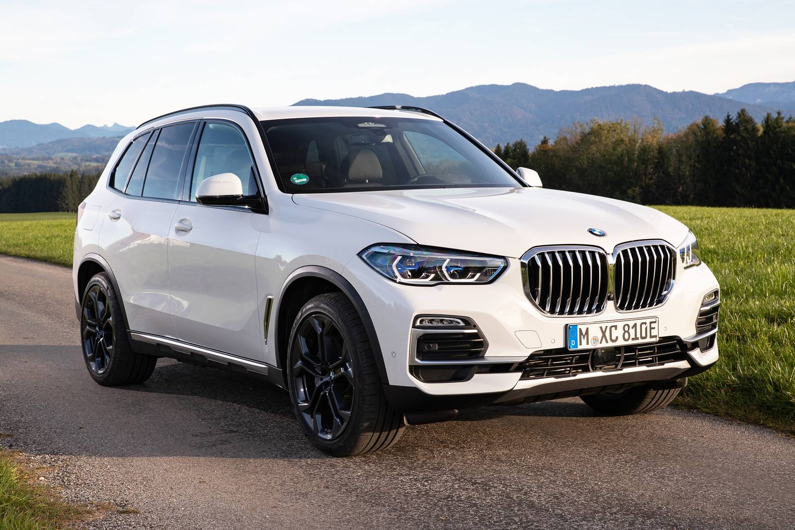 Research, compare, and save listings, or contact sellers directly from 279 2020 x5 models nationwide. Bmw X5 Luxury Behind The Scene Simplycarbuyers Blog