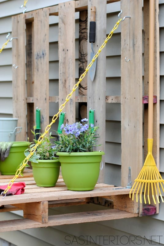 diy pallet gardening table