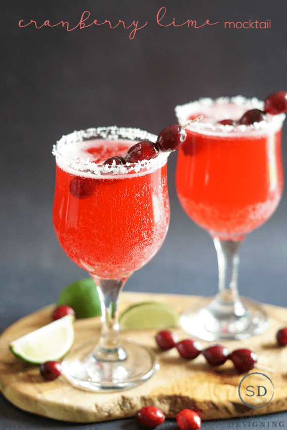 Cranberry Lime Mocktail - such a delicious non-alcoholic drink for the holidays