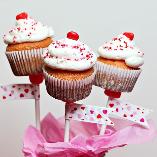 Mini-Cupcakes-on-a-Stick-sq1