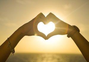 Mom Life Mondays: Blog Link Up #11 (Love)