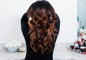 How to Make Wavy Curls Last (+ Easy Mom 'Dos!)