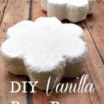 A Homemade Christmas Gift: Vanilla Bath Bombs