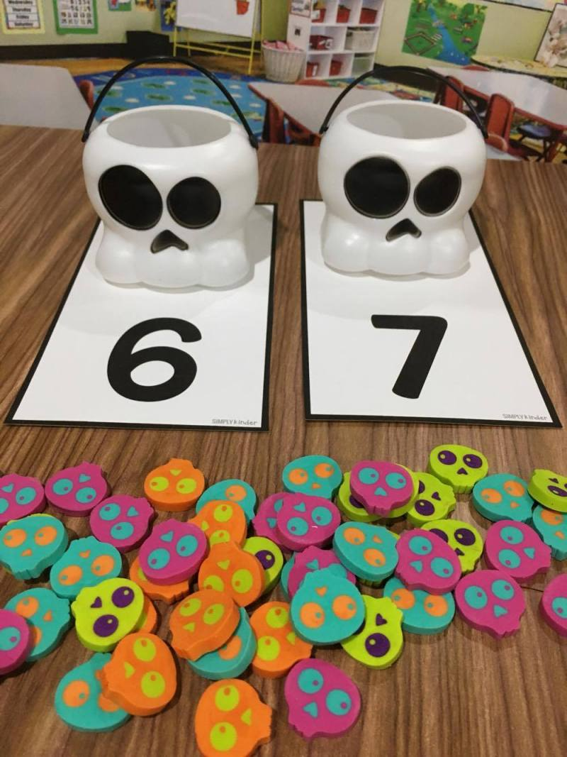 Skeleton Counters - Free Counting Mats for a Halloween Math Center