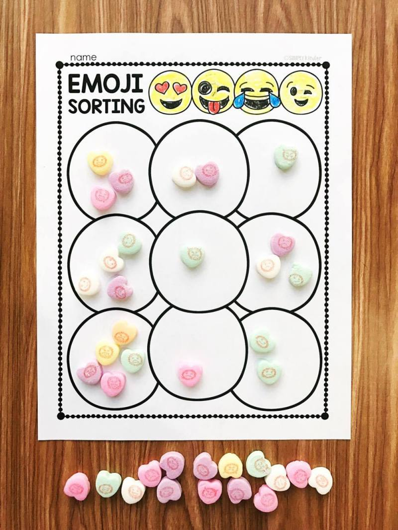 Free Emoji Conversation Heart Activities - sort these great little math manipulatives using these free activities from Simply Kinder. Perfect for preschool, kindergarten, and first grades.