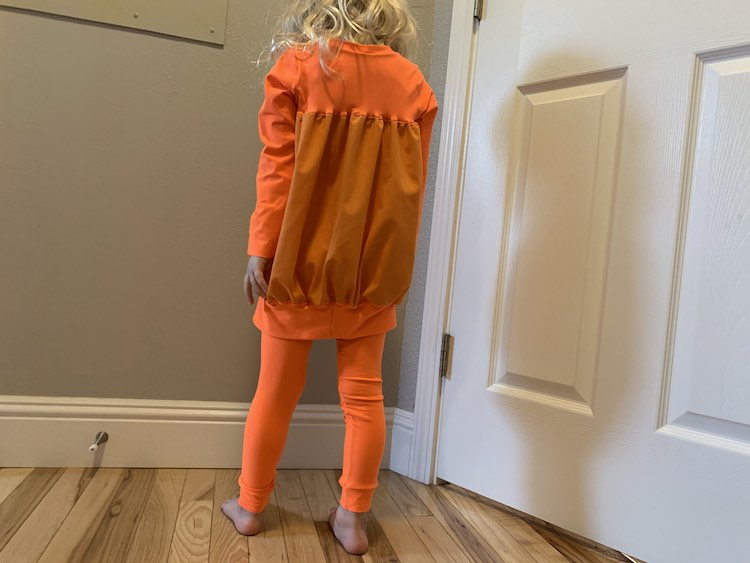 The pumpkin tunic and leggings from the back.