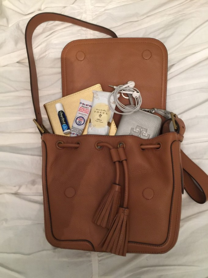 Whats in my tory burch bag?